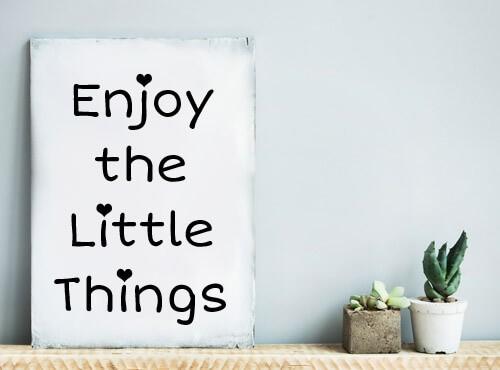 "Muursticker ""Enjoy The Little Things"" met hartjes"
