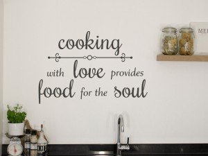 "Muursticker ""Cooking with love provides food for the soul"""