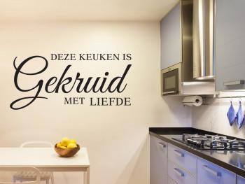 """Muursticker """"Deze keuken is gekruid met liefde"""""""